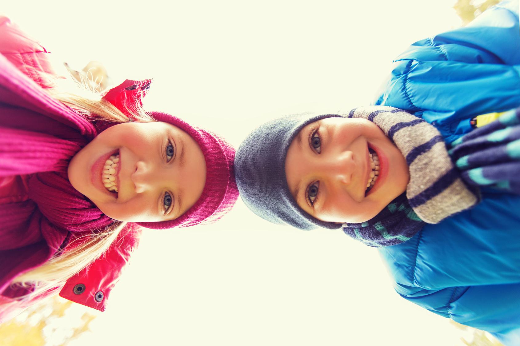 Rheuma: Junge und Mädchen lächeln