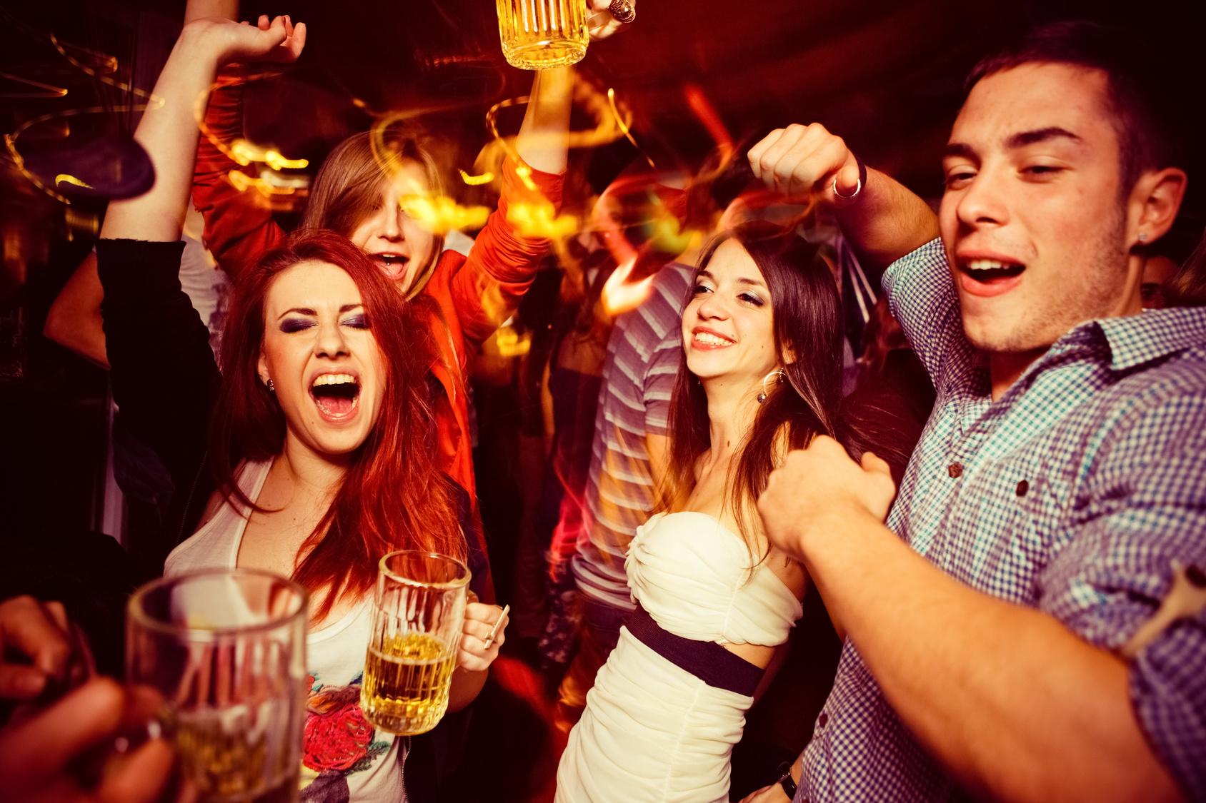 Rheuma: Jugendliche feiern Party